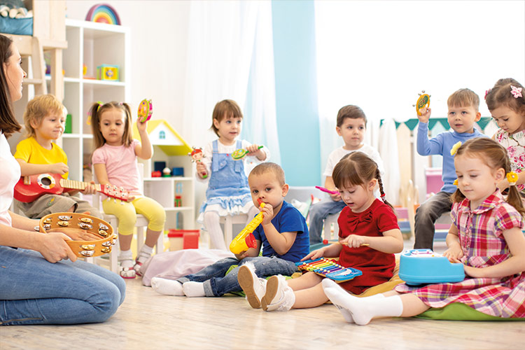 Berufliche Schule Paula Fuerst der FAWZ gGmbH_Ausbildung Erzieher_Kindergruppe beim Spielen