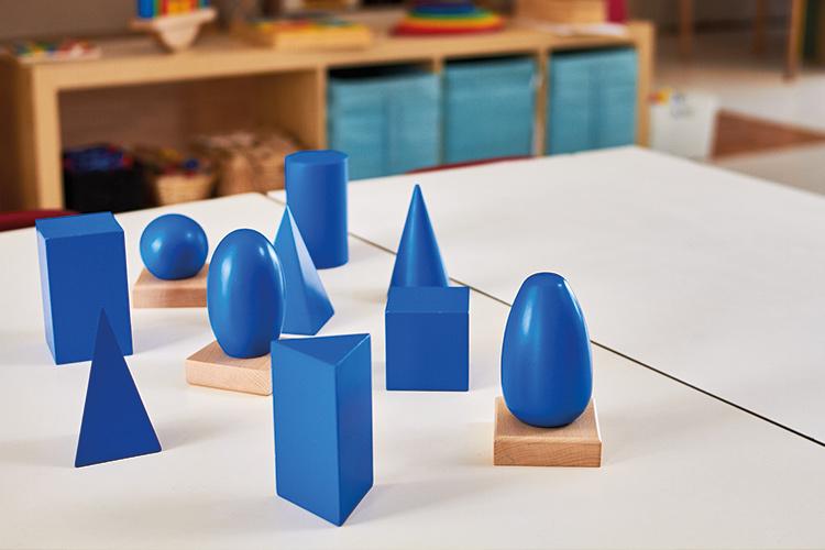 Berufliche Schule Paula Fuerst der FAWZ gGmbH_Ausbildung Erzieher_Montessori-Paedagogik_Montessori-Material