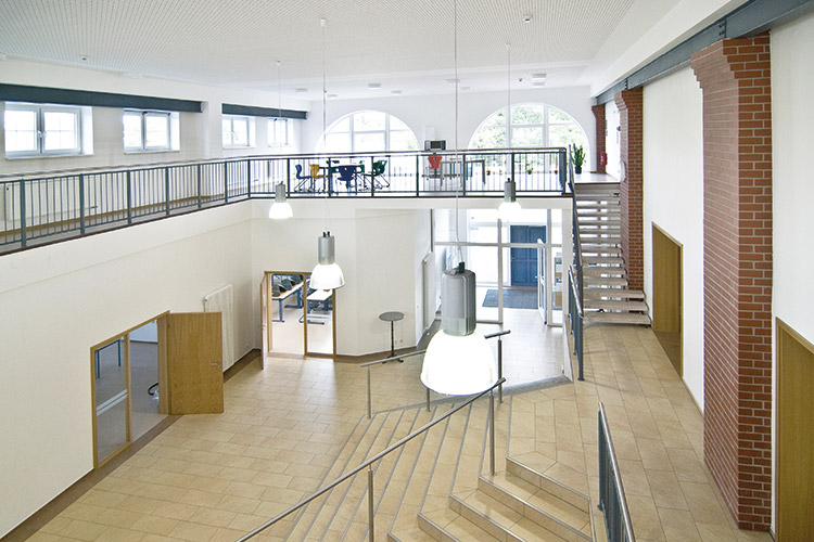 Berufliche Schule Paula Fuerst der FAWZ gGmbH_Schulgebaeude Foyer