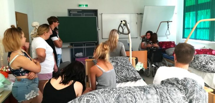 Unterricht mit Herz_Pflegedienst Anke Reincke zu Besuch